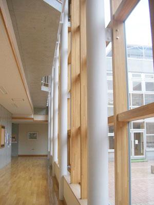 木・ガラス素材との組み合わせで質感豊かな空間の演出