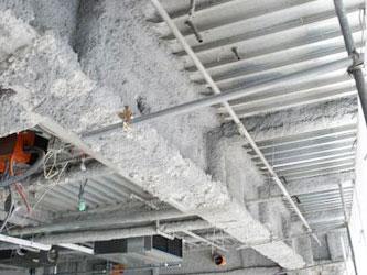 ターミナル駅から百貨店の連絡橋の施工